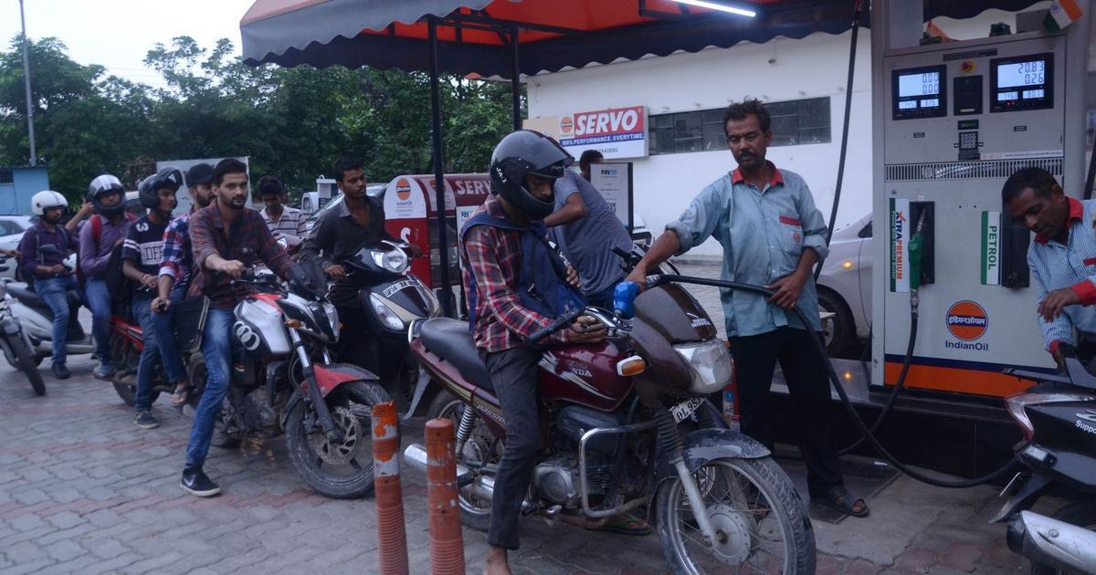 पेट्रोल-डीजल के दामों में बड़ी गिरावट सहित आज के बड़े समाचार