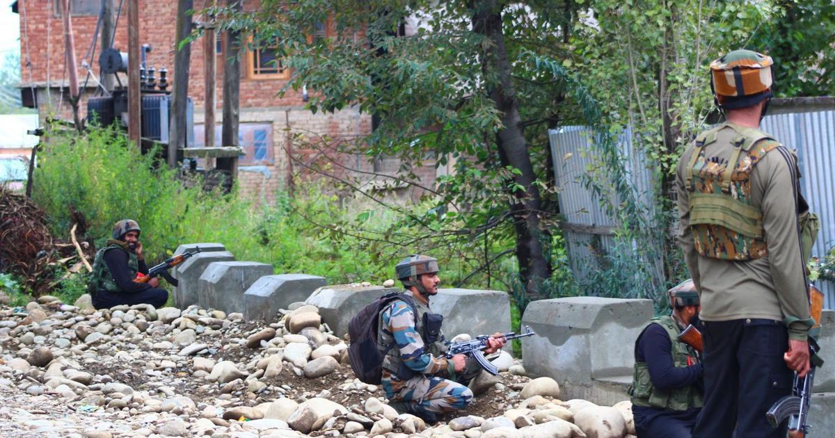 जम्मू-कश्मीर के शोपियां जिले में मुठभेड़, दो आतंकवादी ढेर