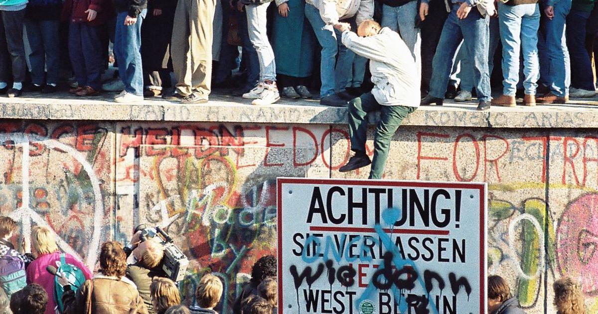 जर्मनी में बर्लिन की दीवार की जगह निरंतर बढ़ती एक दरार क्यों ले रही है?