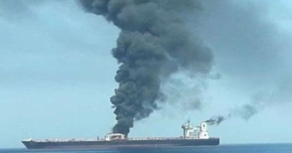 सऊदी बंदरगाह के पास ईरानी तेल टैंकर में विस्फोट, मिसाइल हमले की आशंका