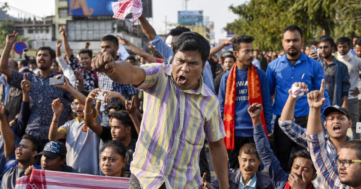 गुवाहाटी में नागरिकता विधेयक का विरोध कर रहे प्रदर्शनकारियों पर पुलिस की फायरिंग, दो की मौत
