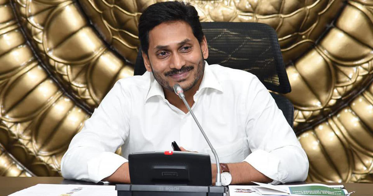 आंध्र प्रदेश : चंद्रबाबू नायडू का करीबी आईपीएस अधिकारी देशद्रोह के आरोप में निलंबित