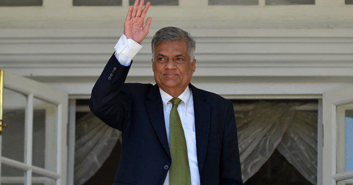 श्रीलंका : अपदस्थ प्रधानमंत्री संसद भंग किए जाने के फैसले को अदालत में चुनौती देंगे