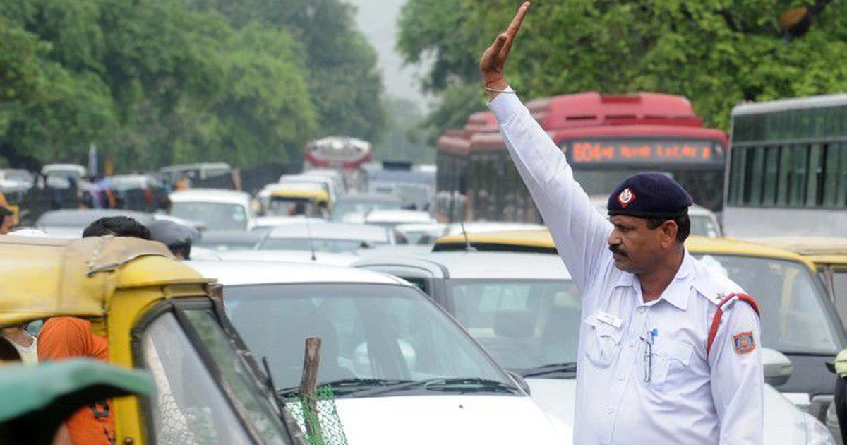 दिल्ली में ट्रैफिक नियम तोड़ने पर अब कम से कम 1000 रु के जुर्माने सहित आज की प्रमुख सुर्खियां