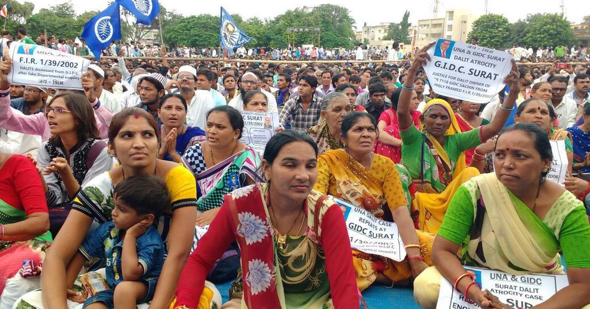गुजरात चुनाव से पहले दलित राष्ट्रपति बनाने वाली भाजपा राज्य में दलितों के हक क्यों नहीं देती?