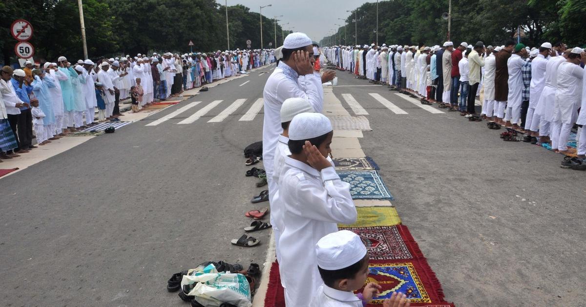 उत्तर प्रदेश में सड़कों पर आरती करने और नमाज पढ़ने पर रोक लगी