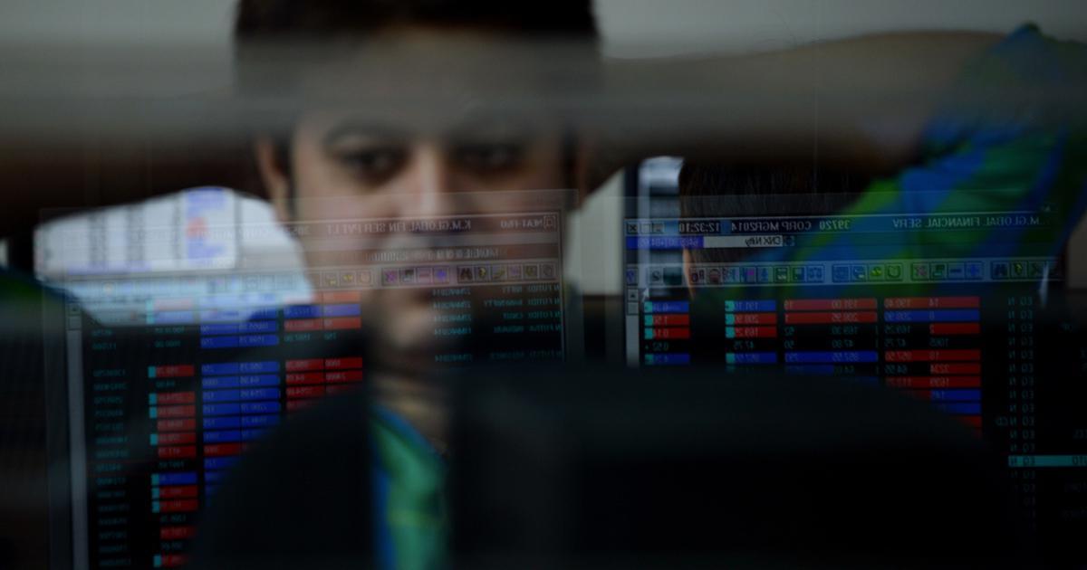 शेयर बाजार औंधे मुंह गिरा, रुपये ने भी गोता लगाया