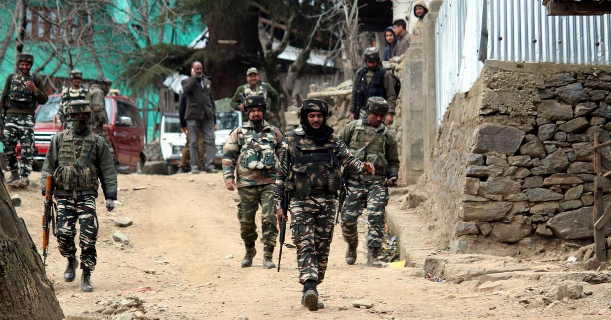जम्मू-कश्मीर : सुरक्षा बलों ने हिजबुल मुजाहिदीन के दो आतंकी मार गिराए