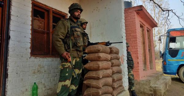 जम्मू-कश्मीर : पाकिस्तानी सैनिकों ने नियंत्रण रेखा के पास भारतीय चौकियों को निशाना बनाया