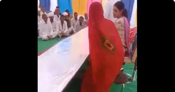 राजस्थान : कांग्रेस विधायक ने पास बैठने आई महिला सरपंच को जमीन पर बैठने का इशारा किया