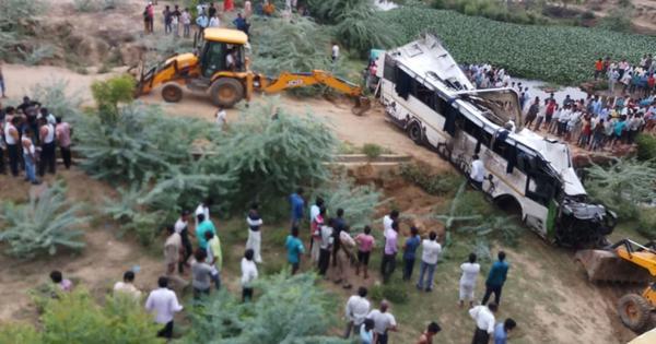 राजस्थान में भीषण सड़क हादसे में 10 लोगों की मौत सहित राज्यों से जुड़ी इस वक्त की बड़ी खबरें