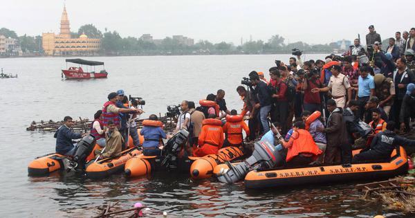 आंध्र प्रदेश : सैलानियों से भरी नाव नदी में डूबी, 13 की मौत