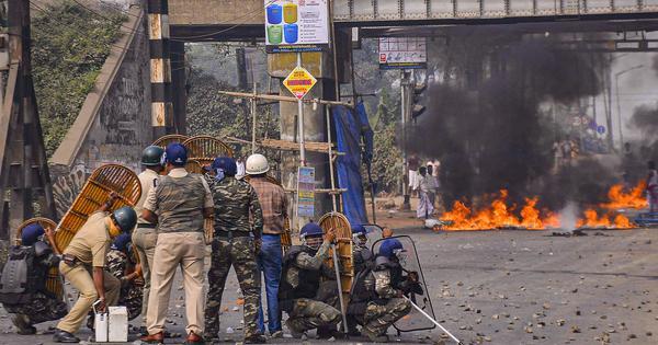 पश्चिम बंगाल : नागरिकता कानून के विरोध में प्रदर्शन जारी, छह जिलों में इंटरनेट सेवा बंद