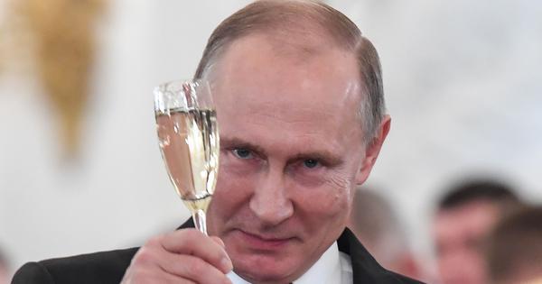 व्लादिमीर पुतिन जिसे संवैधानिक सुधार कह रहे हैं वह बिगाड़ क्यों लगता है?