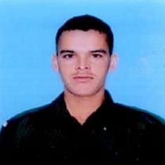 जम्मू-कश्मीर : सेना के काफिले पर पथराव से जवान की मौत
