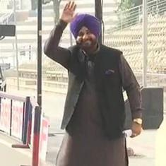 नवजोत सिंह सिद्धू पाकिस्तान पहुंचे, कहा - करतारपुर कॉरिडोर दोनों देशों की दूरियां मिटाएगा
