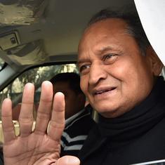 राजस्थान: राज्यपाल से मिलकर अशोक गहलोत ने बहुमत का दावा किया, 102 विधायकों की सूची सौंपी