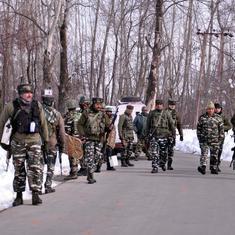 जम्मू-कश्मीर : सुरक्षा बलों ने मुठभेड़ में तीन आतंकवादियों को मार गिराया