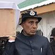 राजनाथ सिंह ने शहीद जवान को कंधा दिया