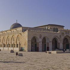 यरूशलम के पवित्र स्थल के पास इजरायली पुलिस और मुस्लिम श्रद्धालुओं में संघर्ष, 14 घायल