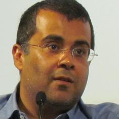 कांग्रेसियों को अरविंद केजरीवाल को अपना नेता मान लेना चाहिए : चेतन भगत